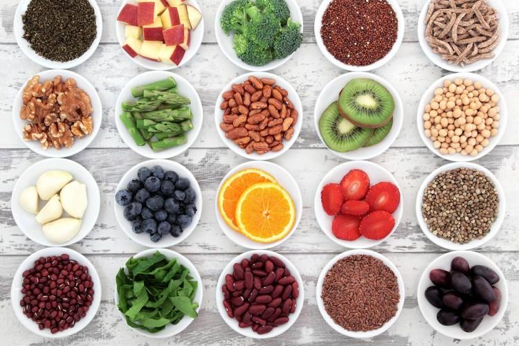 tag de sunde madvalg, sund mad i små skåle