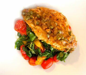 Kylling piccata med tomater og spinat
