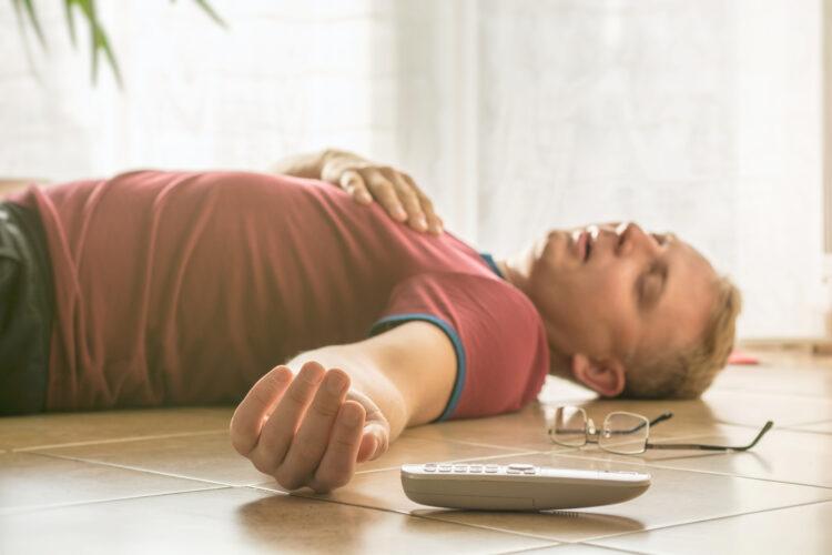 Bevisstløs mand. Sådan bruger du glukagon – en tjekliste til pårørende