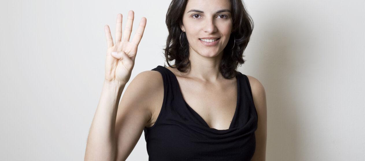 Fire ting, der har ændret sig i mine år med diabetes, kvinde viser fire fingre