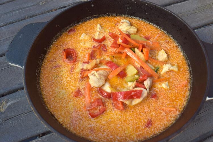 Opskrift på thai-inspireret kyllingesuppe
