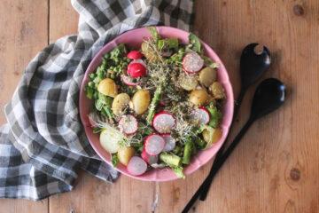 Sommerlig kartoffelsalat med asparges og radiser